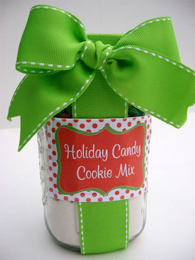 12 homemade gifts in a jar for Christmas cookies to make for gifts