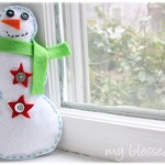 Felt Snowman {DIY Winter Decor}