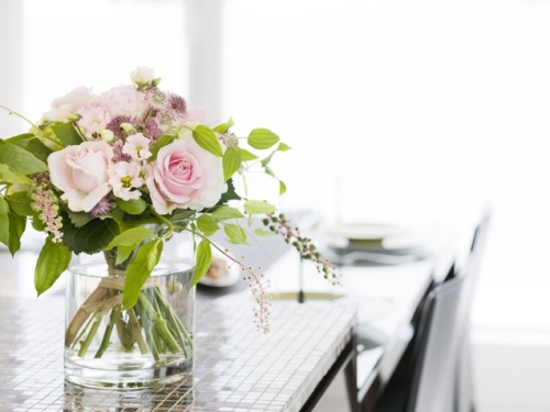 5 tips to decorate with fresh flowers rh myblessedlife net decorating with flowers and plants decorating with flowers outside