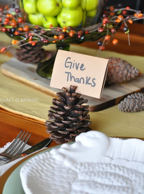 thanksgiving tablescape pinecones