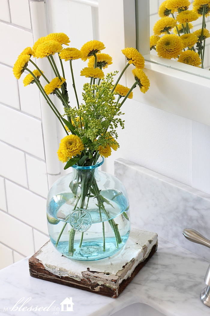 Beautiful Cottage-Style Bathroom Makeover | MyBlessedLife.net