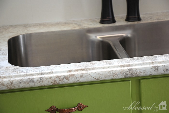 Beautiful Laminate Countertop with Undermount Sink | MyBlessedLife.net