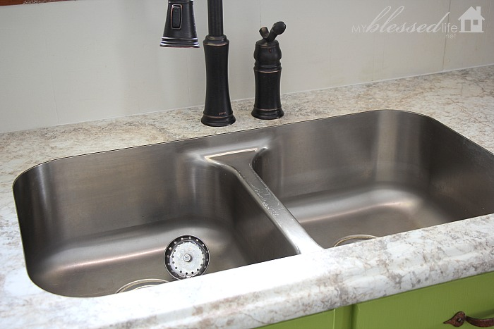 can you use undermount sink with laminate countertops