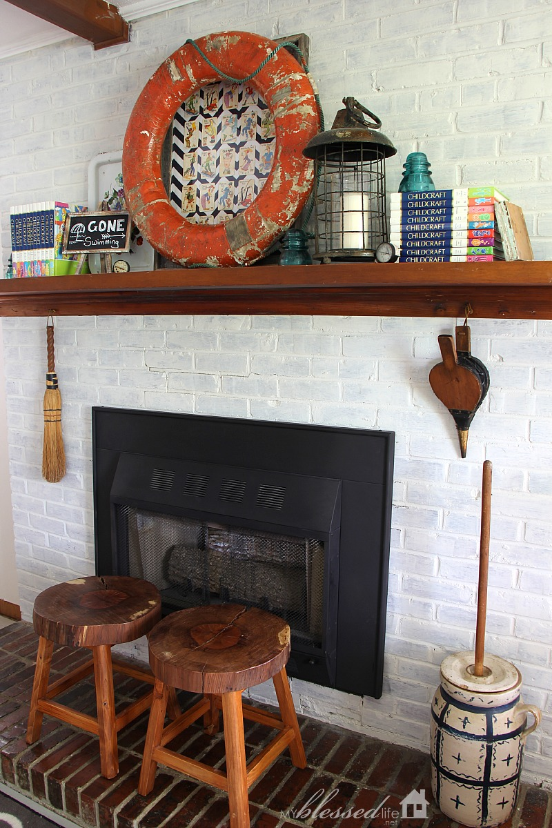 Playful Summer Mantel | MyBlessedLife.net