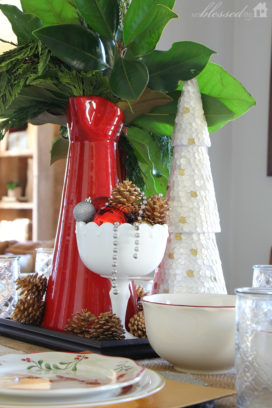 Simple Christmas Centerpiece {and Easy Holiday Gift Idea!}