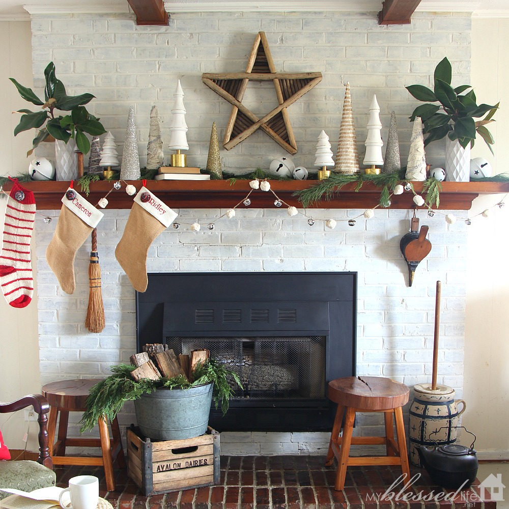 Christmas Mantel 2015 | MyBlessedLife.net
