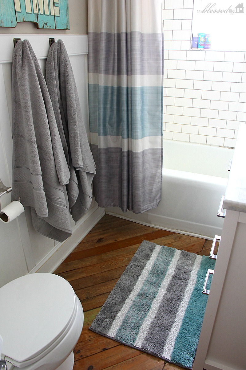 Spiffying Up The Bathroom | MyBlessedLife.net